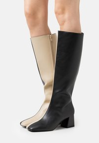 Monki - PATTIE BOOT VEGAN - Laarzen - black/beige - 0