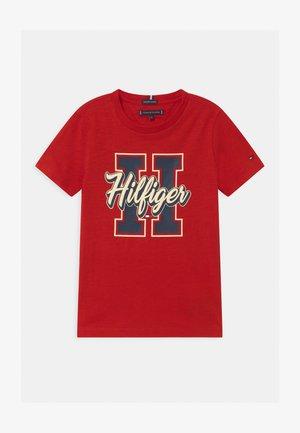VARSITY - Print T-shirt - red