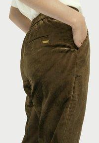 Scotch & Soda - HIGH-RISE - Trousers - military green - 3