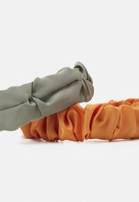 Pieces - PCJUNNY HAIRBAND 2 PACK - Příslušenství kvlasovému stylingu - bleached aqua/orange - 2