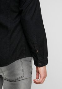 edc by Esprit - Shirt - black dark wash - 3