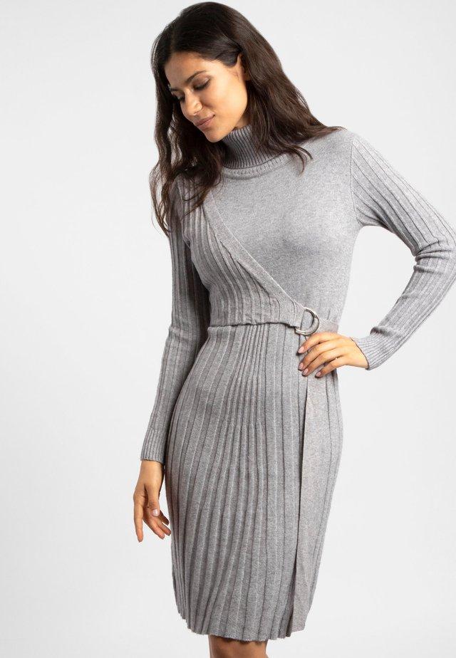 Sukienka dzianinowa - grey