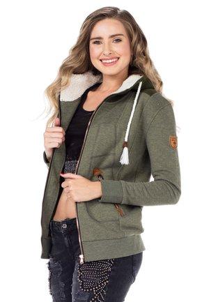 MIT GEPOLSTERTER KAPUZE - Zip-up sweatshirt - green