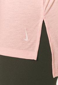 Nike Performance - YOGA LAYER TANK - Funkční triko - arctic orange/heather/orange pearl - 4