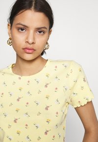 Hollister Co. - LETTUCE BABY TEE - Print T-shirt - yellow - 3