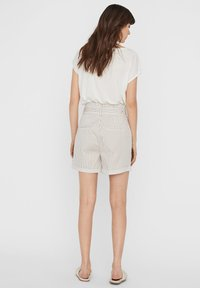 Vero Moda - PAPERBAG - Shorts - beige - 2