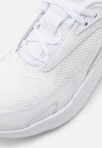 Nike Sportswear - AIR MAX BOLT UNISEX - Trainers - white - 5