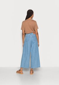 Marc O'Polo - TROUSER WIDE FIT CULOTTE LENGTH HIGH WAIST - Flared Jeans - light linen wash - 2