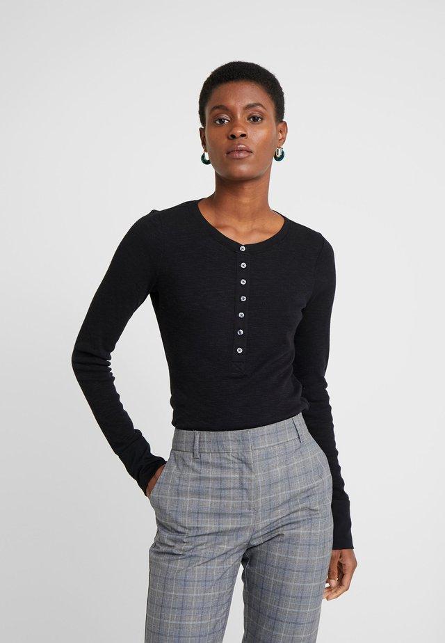 Stickad tröja - true black