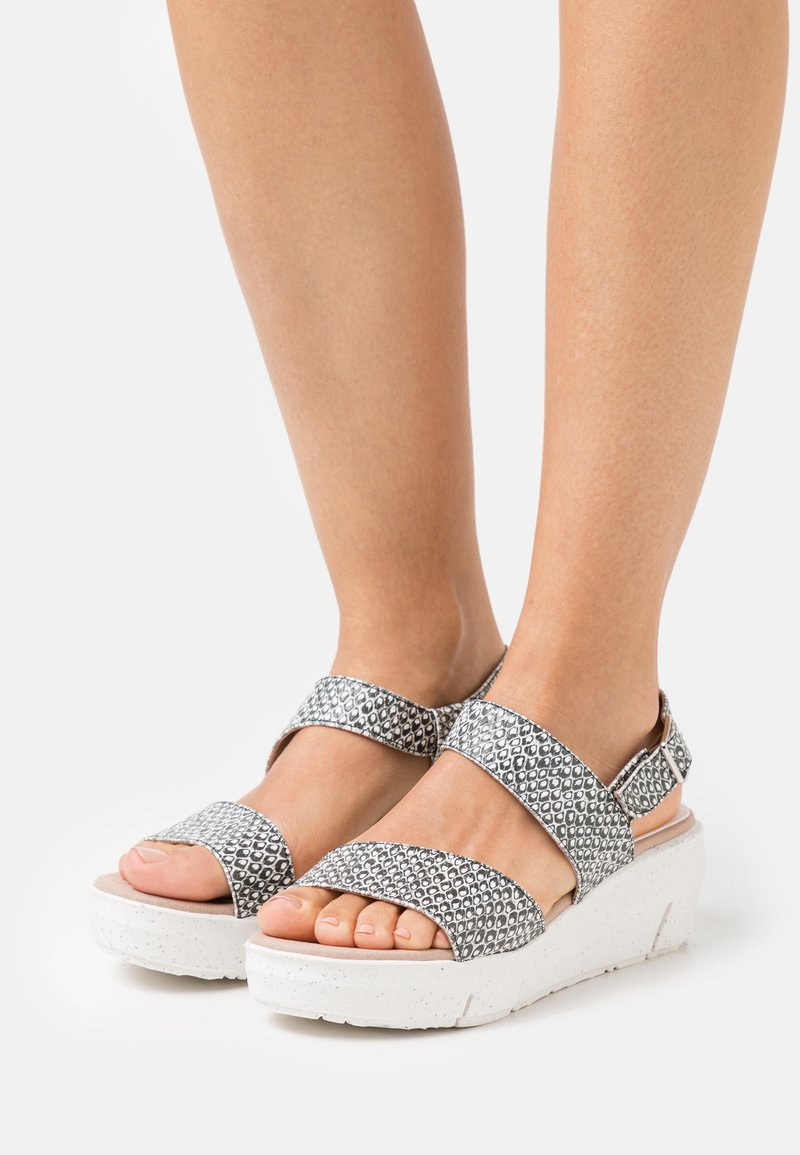 Wonders Green - Platform sandals - coralus