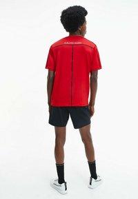 Calvin Klein Performance - T-shirt print - barbados cherry/ ck black - 1