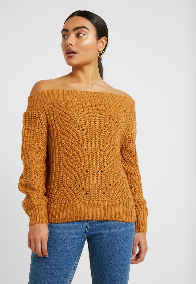 NMPHOEBE OFF SHOULDER - Strikpullover /Striktrøjer - brown sugar