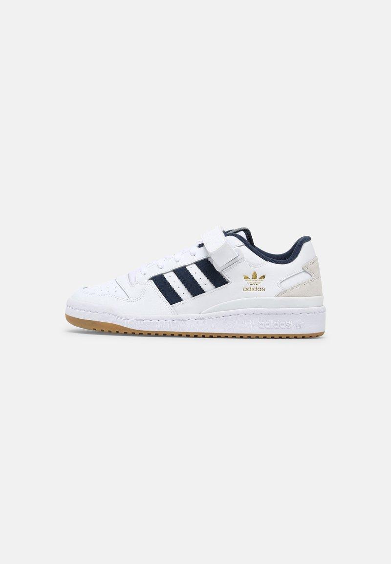 adidas Originals - FORUM LOW UNISEX - Trainers - white/crew navy