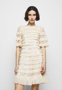 Needle & Thread - NANCY FRILL MINI DRESS - Koktejlové šaty/ šaty na párty - champagne - 0