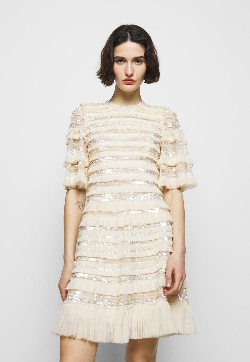 Needle & Thread - NANCY FRILL MINI DRESS - Koktejlové šaty/ šaty na párty - champagne