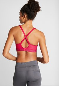 triaction by Triumph - ENERGY LITE - Sports bra - pink - 3