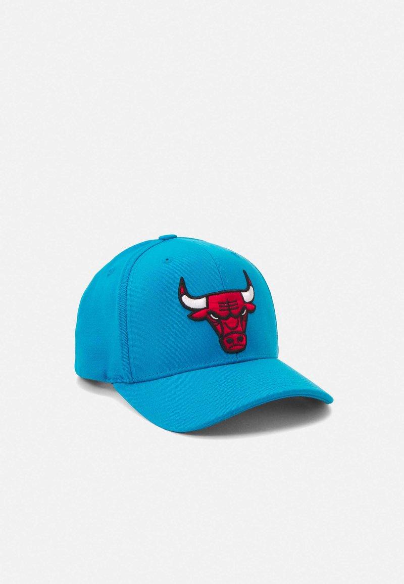 Mitchell & Ness - NBA CHICAGO BULLS VIBES REDLINE SNAPBACK - Cap - blue