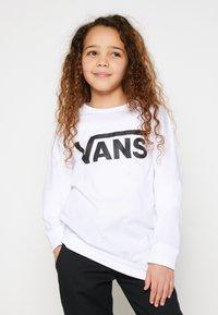 Vans - BY VANS CLASSIC LS BOYS - Maglietta a manica lunga - white/black - 0
