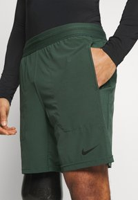 Nike Performance - SHORT YOGA - Korte sportsbukser - galactic jade/black - 3
