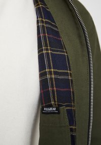 PULL&BEAR - JACKE MIT STRUKTURMUSTER UND REISSVERSCHLUSS 05713533 - Summer jacket - khaki - 5