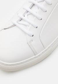 Royal RepubliQ - SPARTACUS - Sneakers basse - white - 5