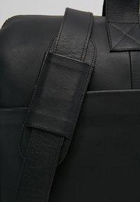 Still Nordic - REO BAG - Viikonloppukassi - black - 7