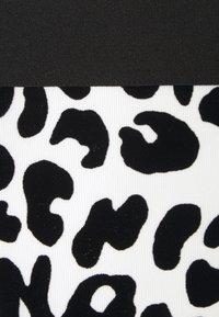 Moschino Underwear - THONG - String - white - 2
