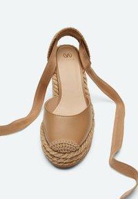 Uterqüe - Sandalen met hoge hak - light brown - 3