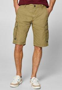 Esprit - Shorts - olive - 0