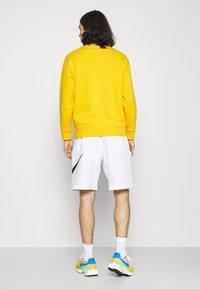 Nike Sportswear - CLUB - Shorts - white - 2
