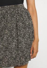 ONLY - ONLTAMMIE SHORT PLISSE SKIRT - Minijupe - black/white - 4