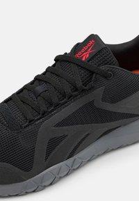 Reebok - FLEXAGON FORCE 3.0 - Zapatillas de entrenamiento - core black/pure grey/red - 5