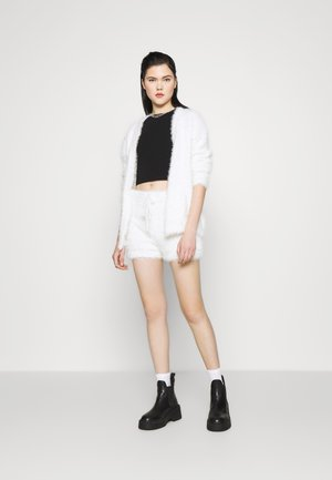 EYELASH KNIT SHORT - Kraťasy - cream