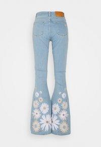 Fabienne Chapot - EVA EXTRA FLARE EMBRO  - Flared Jeans - light denim - 7