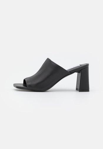LIZO - Pantofle na podpatku - black