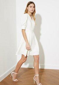 Trendyol - Day dress - cream - 0