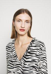 Pinko - UTOPIA - Day dress - bianco/nero - 4