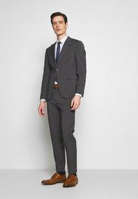 Tommy Hilfiger Tailored - SLIM FIT PEAK LAPEL SUIT - Oblek - grey - 1