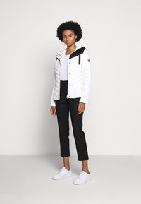 Barbour International - LIGHTNING QUILT - Light jacket - optic white/black - 1