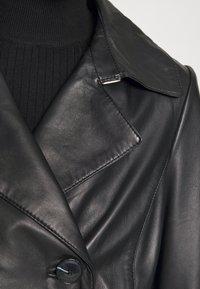 Oakwood - JOURNAL - Trenchcoat - black - 9