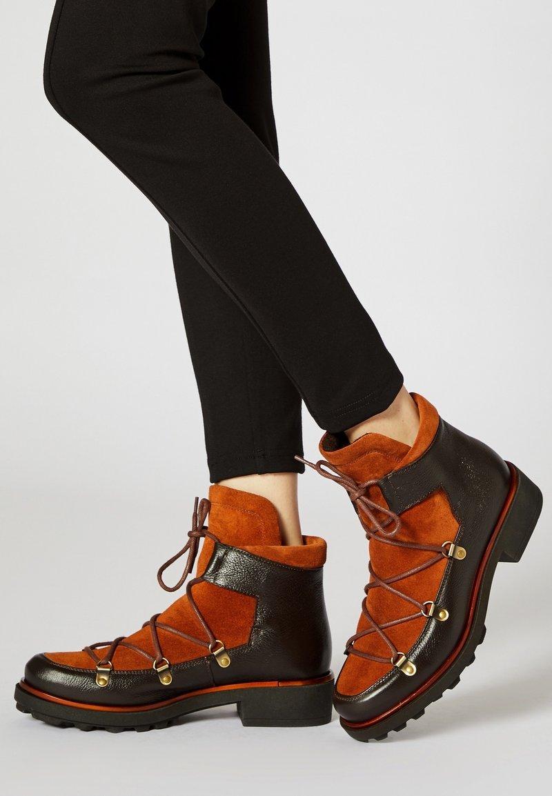 ICEBOUND - Veterboots - brown