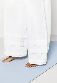 Free People - MOONPIE PANT - Trainingsbroek - white - 4