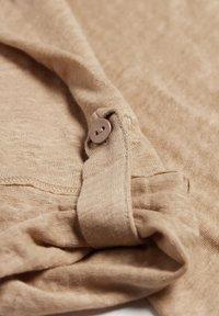 Intimissimi - LEINENSHIRT MIT 3/4-ARM MIT RIEGELN - Button-down blouse - hautfarben - 375i - natural beige - 4