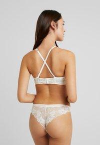 Esprit - MACKAY STRAPLESS PADDED - Multiway / Strapless bra - off white - 4