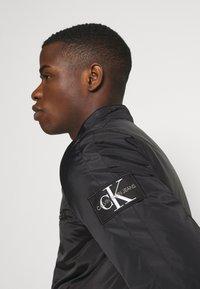 Calvin Klein Jeans - PADDED MOTO JACKET - Kurtka przejściowa - black - 3