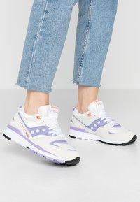Saucony - AZURA - Trainers - white/lilac - 0