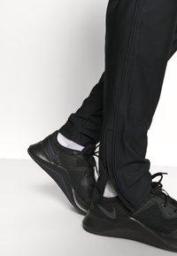 Under Armour - TRACK PANT - Teplákové kalhoty - black - 3