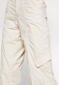 BDG Urban Outfitters - 90S PANT - Cargobukse - stone - 4