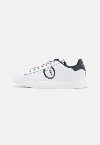 DANUS - Trainers - white/navy