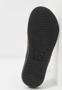 Reef - ORTHO-BOUNCE - Sandály s odděleným palcem - black/white - 4
